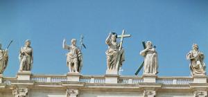 Apostel auf dem Dach des Petersdoms in Rom