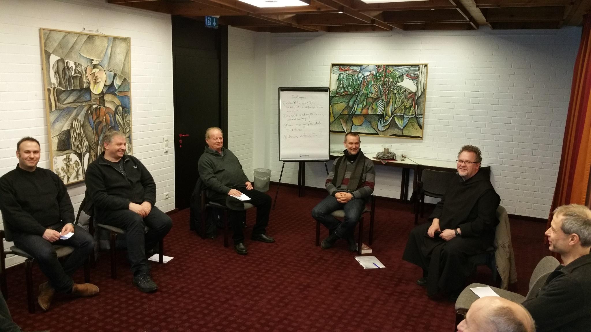 Männersamstag unter Leitung von Bruder Josef van Scharrel OSB (2 vr.) und Ludger Nikorowitsch (3 vr.) - Foto Dirk Parchmann